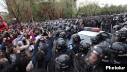 Armenia - Riot police confront opposition protesters in Yerevan, 9Apr2013.