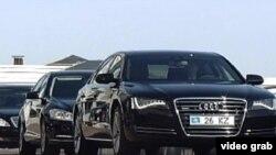 Служебные автомобили казахстанских топ-чиновников. Астана, 24 апреля 2012 года.