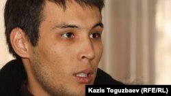 Stan.tv бейнепорталының журналисі Азамат Есберген «Азаттық» сыйлығы иелерін жариялау шарасында. Алматы, 24 қаңтар 2012 жыл.