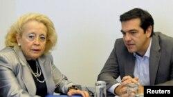 Василики Тану (слева) и Алексис Ципрас. Афины, 10 октября 2014 года.