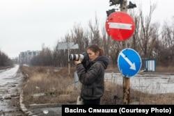 Ганна Іванова здымае руіны аэрапорту