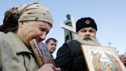 "Православные активисты протестуют против показа фильма ""Код Да Винчи"", Москва, 2006"