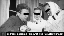 Председатель колхоза беседует с доярками (1961). Через 4 года его арестуют за гомосексуализм