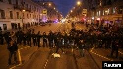 Полицейские заграждения в Санкт-Петербурге. Вечер 7 октября