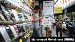 در سال ۱۳۹۵ تا ۱۳۹۶ بالغ بر ۲۴ تا ۲۷ میلیون دستگاه گوشی تلفن همراه در ایران به فروش رسیده، اما در سال گذشته این میزان به ۱۲ میلیون دستگاه کاهش پیدا کرده است.