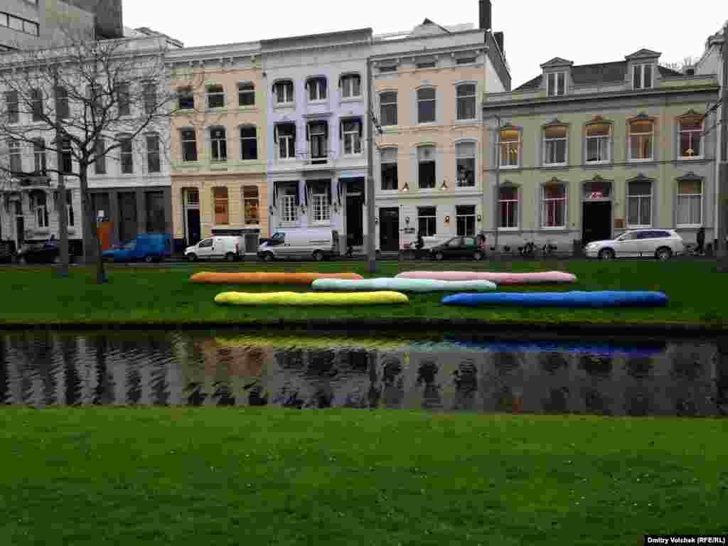 Берег канала в музейном районе