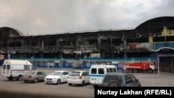 """Өртенген """"Адем"""" сауда кешені. Алматы, 27 сәуір 2015 жыл."""