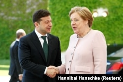 German Chancellor Angela Merkel (right) welcomes Ukrainian President Volodymyr Zelenskiy at the Chancellery in Berlin on June 18.