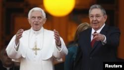 Прэзыдэнт Кубы Рауль Кастра падчас сустрэчы з Папам у Гаване 27 сакавіка 2012 г.