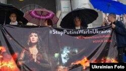 Активісти вимагають посилити санкції проти Росії. Київ, майдані Незалежності, 10 червня 2016 року