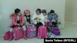 Мектеп оқушылары. Жаңаөзен, желтоқсан 2012 жыл.
