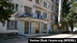 — Общежитие на улице Генерала Острякова, 25. Июль 2019 года