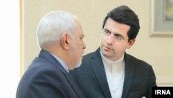 عباس موسوی (راست) اخیرا به سخنگویی وزارت خارجه ایران منصوب شد