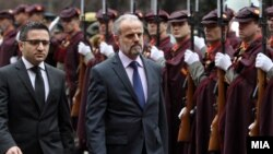 Примопредавање на функцијата министер за одбрана помеѓу досегашниот министер Фатмир Бесими и новоизбраниот Талат Џафери.