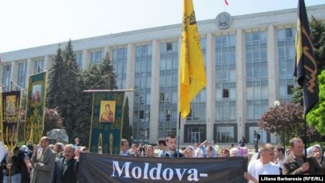 Moldovans protest against the official registration of Muslim group in Chisinau on May 18.