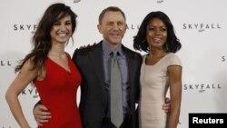Джемс Бонд – Дэниел Крейг – и его девушки, которые появятся в новой серии бондианы