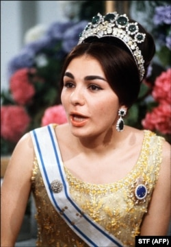 شهبانو فرح پهلوی در اواخر دهه ۴۰