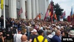 Ukrayna parlamentinin qarşısında aksiya
