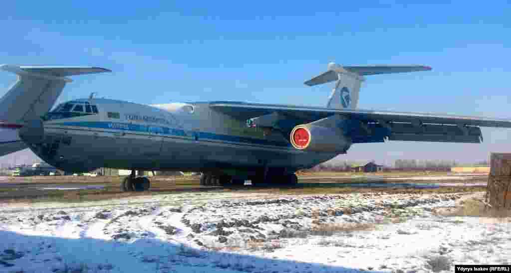 Самолет 1975 года выпуска.