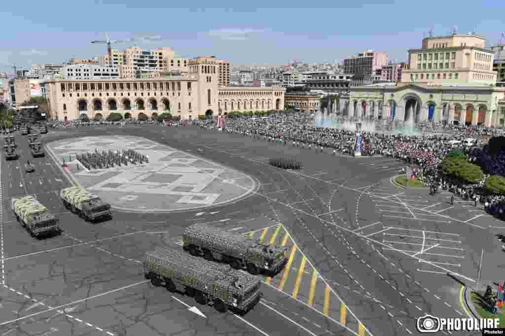 Ереванның Республика алаңындағы әскери парад. 21 қыркүйек 2016 жыл.