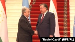 UN chief Antonio Guterres (left) meets Tajik President Emomali Rahmon in Dushanbe on June 12.