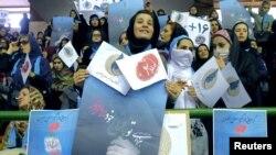 Реформачылардын шайлоо жыйынына келгендер. Тегеран, 20-февраль, 2016-жыл.