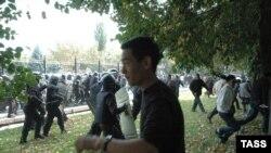Бархӯрди полис бо эътирозгарон дар Бишкек