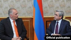 Armenia - President Serzh Sarkisian (R) meets with Axel Fischer, visiting co-rapporteur of the Council of Europe's Parliamentary Assembly, 20Jul2011.