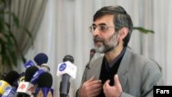 غلامحسین الهام می گوید دولت به مخالفت های خود درباره تعییر ساعت رسمی ادامه می دهد. عکس از فارس