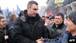 """Лидер партии """"УДАР"""" Виталий Кличко на Майдане Незалежности во время протестов за евроинтеграцию Украины. Киев, 15 декабря 2013 года."""