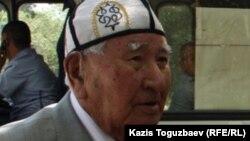 Казахский писатель Сапабек Асипов.