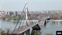 Urë afër Novi Sadit e shkatërruar nga bombardimet e NATO-s