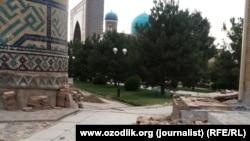 Подготовка к фестивалю «Шарк Тароналари» на площади Регистан в исторической части Самарканда. 2015 год.
