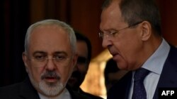 سرگئی لاوروف، وزیر خارجه روسیه (راست) با همتای ایرانی خود محمدجواد ظریف