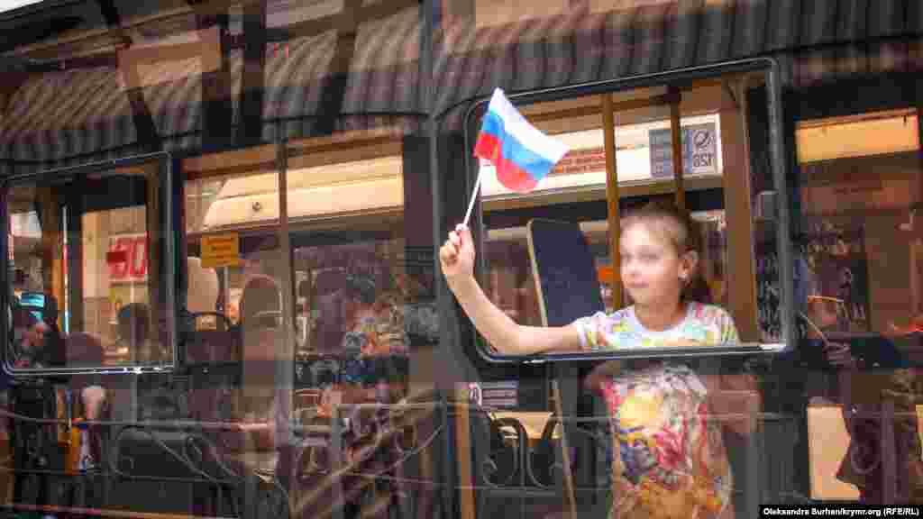 Празднование российского «Дня весны и труда» в Симферополе