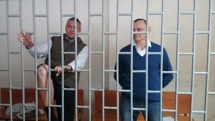 Микола Карпюк (праворуч) та Станіслав Клих під час засідання суду. Архівне фото