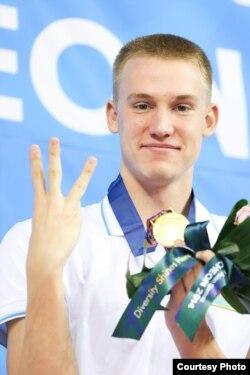 Брасс әдісімен жүзуде қазақстандық Дмитрий Баландин Азия ойындарының үш алтынын жеңіп алды. Инчхон, 26 қыркүйек 2014 жыл.