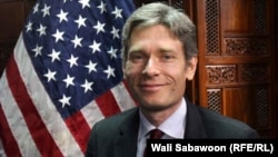 Помощник госсекретаря США Том Малиновски, представивший новый доклад Госдепартамента о правах человека в разных странах в 2014 году