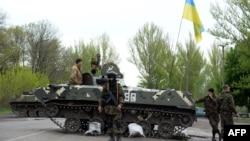 Ուկրաինա - Ուկրաինացի զինվորականները Սլովյանսկ քաղաքի մոտ գտնվող հսկիչ անցակետերից մեկում, 29-ը ապրիլի, 2014թ․
