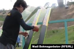 Қысқы Азия ойындарына арнап салынған Алматыдағы шаңғы трамплині. (Көрнекі сурет)
