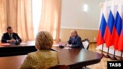 Pamje nga mbledhja e sotme e Këshillit të sigurisë së Rusisë në Krime, që kryesohej nga Putini (djathtas)