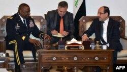 قائد القوات المركزية الأميركية الجنرال لويد أوستن في لقاء سابق مع رئيس الوزراء العراقي نوري المالكي، بغداد 14/5/2013.