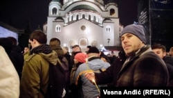 Usvajanje Zakon o vjeroispovjesti u Crnoj Gori povod je protestima i u Srbiji. Jedan je održan i u noći dočeka Nove godine po julijanskom kalendaru (13. januar) ispred Hrama Svetog Save u Beogradu