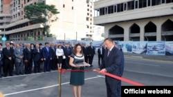 İlham Əliyev Dağlıq Qarabağın azərbaycanlı icmasının yeni mənzil-qərargahının açılışında. 6 iyul 2010