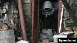 Вясковец ладзіць самагонны апарат