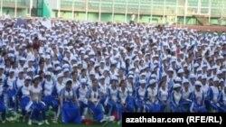 Türkmen studentleri çärä gatnaşýar, 25-nji sentýabr, 2013.