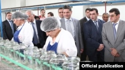 Nagorno-Karabakh - Armenian Prime Minister Tigran Sarkisian (C) visits a food-processing plant in the Askeran district, 1Aug2011.