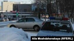 Полиция охраняет баннер с Путиным в Новокузнецке