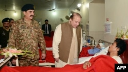 Pakistani Prime Minister Nawaz Sharif (C) and army chief General Raheel Sharif (L) visiting a school student injured in a terrorist attack (file photo).