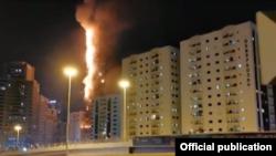 Пожар в жилом небоскребе в Шардже (ОАЭ), 5 мая 2020. Gulf News, снимок с экрана.